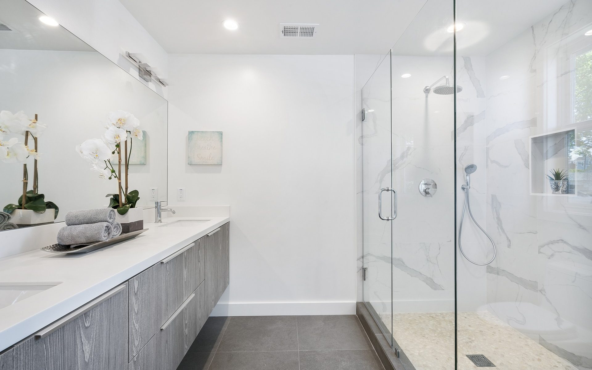 Glass shower box in the bathroom